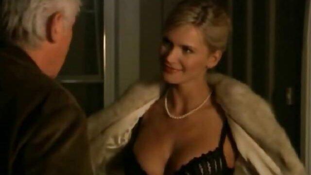 Շեկ զգում Անջելինա Ջոլի սեքս օրգազմի ծանրաբեռնված բերանը որպես slavegirl!